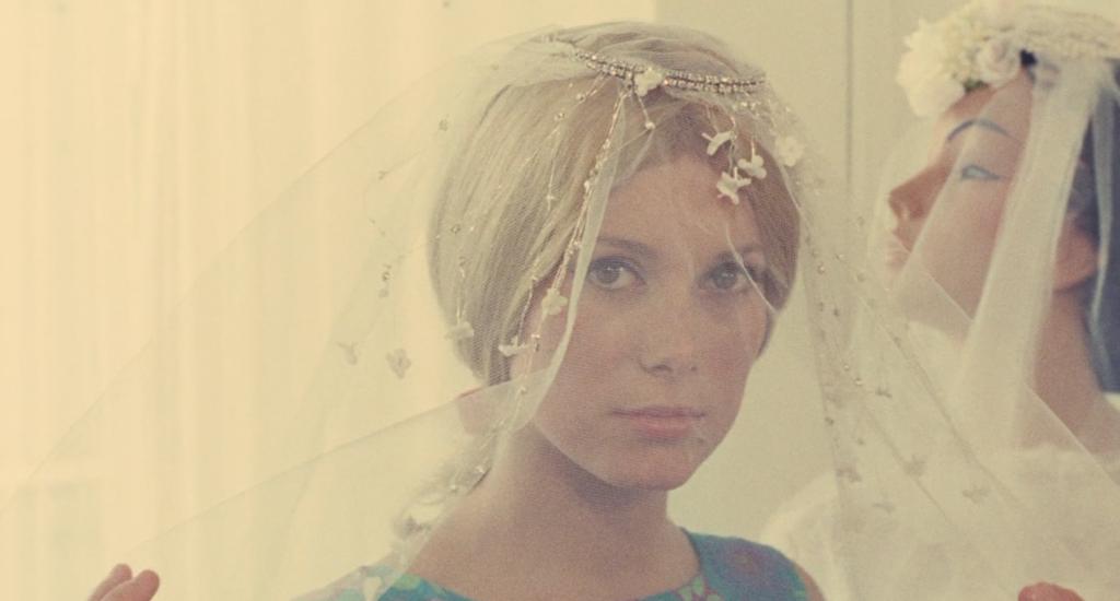 Genevieve in abito da sposa